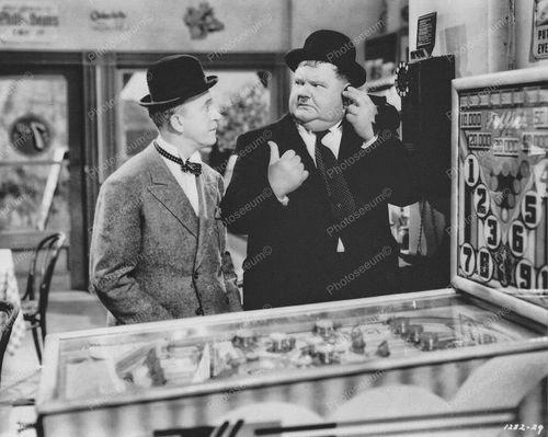 Laurel en Hardy achter de flipperkast