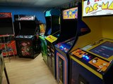 Blounts Arcade upright_
