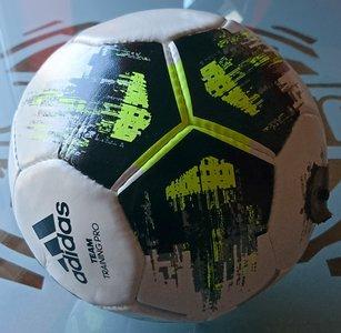 Kickerbal compleet ADIDAS